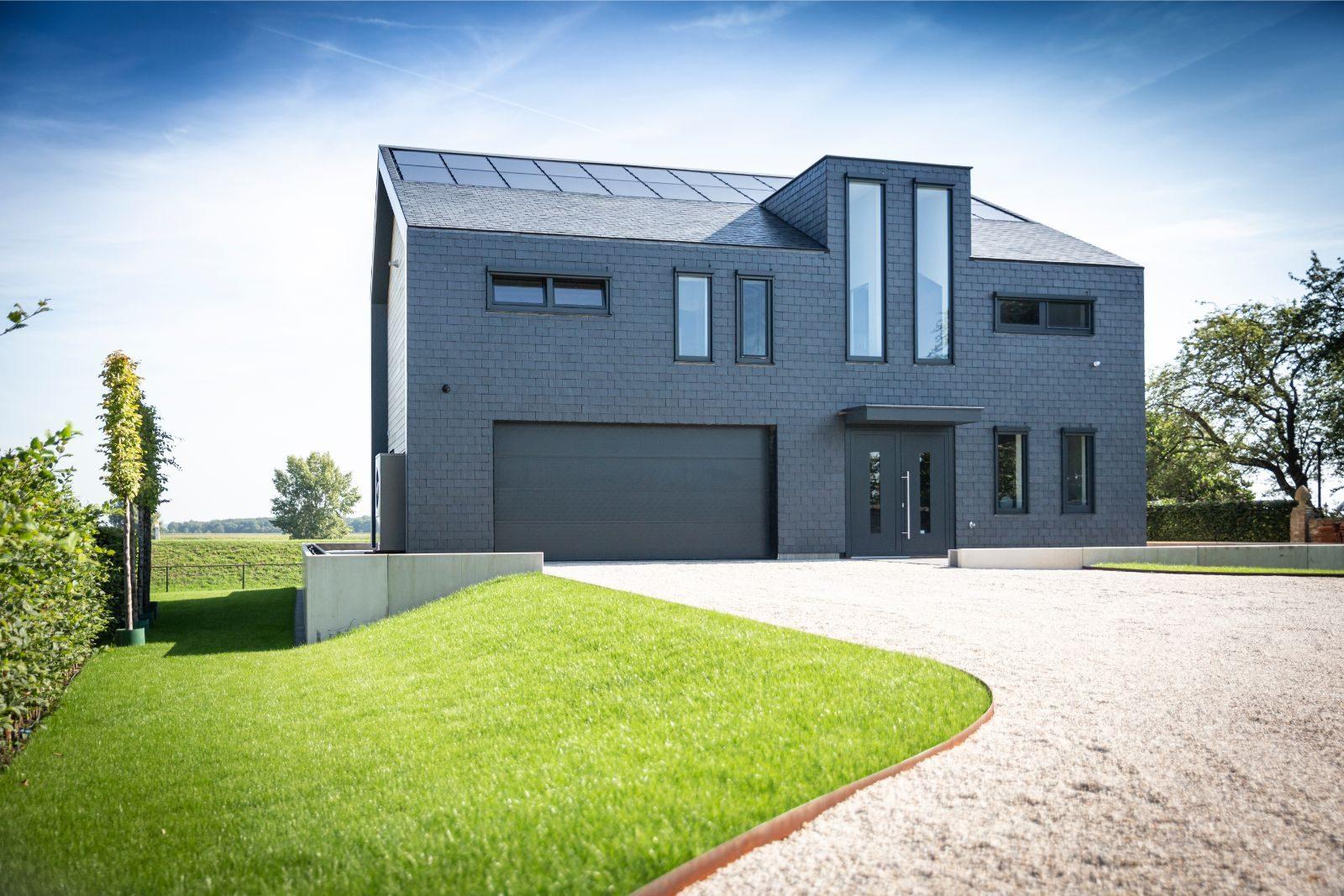 Moderne villa met hout